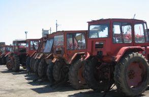A mezõgazdasági miniszter szerint Romániában annyi a traktor, hogyha azokat sorba állítanák, négyszer érnék körbe az országot
