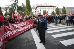 Több száz kilométert gyalogoltak spanyol nyugdíjasok a méltó idõskori ellátásért