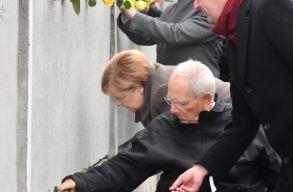 Harminc éve döntötték le a berlini falat