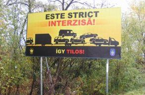 Kétnyelvû plakátokat helyeztek el Magyarországon a ,,horrorkaravánok