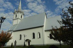 Felújított templomot avattak a kárpátaljai Técsõn