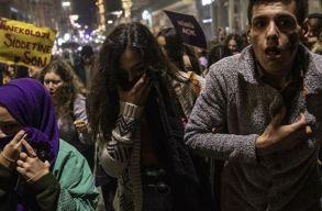 Könnygázzal oszlatták fel Isztambulban a nõk elleni erõszak ellen békésen tüntetõ nõket