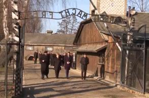 Az elkövetett bûntettek miatt érzett mély szégyenrõl beszélt Angela Merkel Auschwitzban