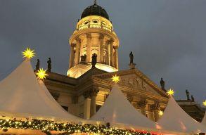 Erdélyi magyar betlehemessel nyitották meg a vatikáni betlehem-kiállítást