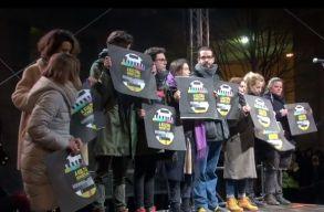 Több ezren tüntettek Budapesten a független kultúráért