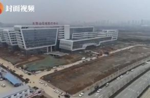 Már ápolják az elsõ betegeket a néhány nap alatt felépített kínai kórházban