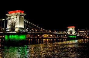 A nemzeti zászló színeivel világítják ki csütörtök este a Lánchidat