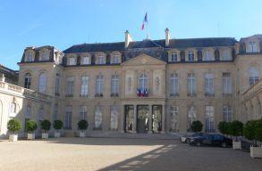 Lemondott a francia kormány, és Macron már javasolt is új miniszterelnököt