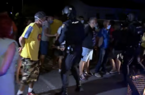 Tüntetnek az illegális migráció ellen Dél-Európában