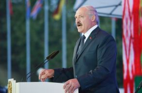 Frissítve: A fehérorosz elnök a cseheket, a lengyeleket és a briteket vádolja a vasárnapi eseményekért