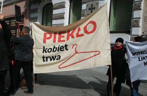 Alkotmányellenesnek nyilvánították Lengyelországban a beteg magzatok mûvi vetélését