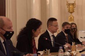 Egymillió ember beoltásához elegendõ orosz vakcinát vásárolt Magyarország