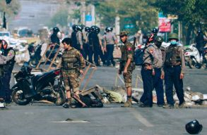Ismét tüzet nyitott szombaton a tüntetõkre a hadsereg Mianmarban