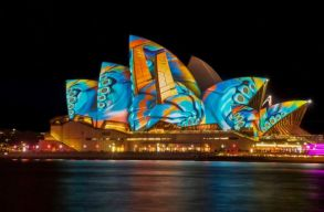 Ausztrália a felére csökkenti az országba érkezõk maximálisan megengedett számát