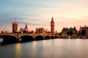 50 ezer fölötti a napi új esetszám Nagy-Britanniában, mégis feloldják a korlátozásokat