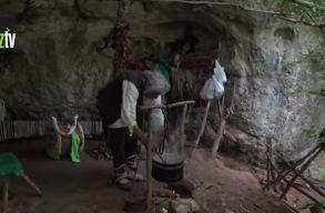 """Egy 20 éve barlangba kiköltözött szerb férfi elment beoltatni magát, mert """"a vírus nem válogat"""""""