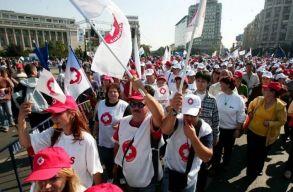 Több mint 7500 egészségügyi dolgozó tüntetett Bukarestben