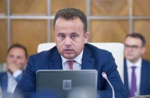 Nem zárkózik el az egyetemisták röghöz kötésétõl az oktatási miniszter