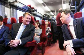 Vonattal utazik Klaus Johannis Ploieºti-re