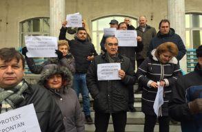 Tüntetésbe kezdtek Szilágy és Máramaros megyében a nyugdíjpénztár alkalmazottai