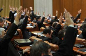 A Legfelsõbb Igazságszolgáltatási Tanácshoz köthetõ törvénymódosításról is döntöttek ma a képviselõk
