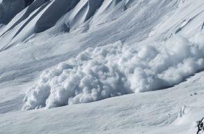 Lavina sodort el egy férfit a Bucsecs-hegységben