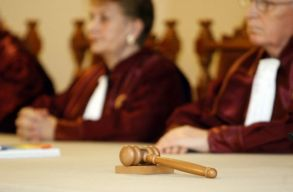 Szeptember végén tárgyalja az alkotmánybíróság a büntetõeljárási törvénykönyv módosításai ellen emelt államfõi kifogást