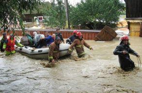 Kitüntettek 29 belügyminisztériumi alkalmazottat, akik embereket mentettek ki az árvizekbõl