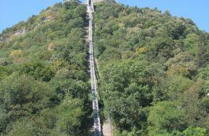 A dévai vár felvonójában rekedt 19 turista