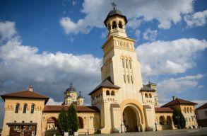 A gyulafehérvári ortodox katedrálisban éjszakázott 22 gyerek, mert nem volt szállásuk