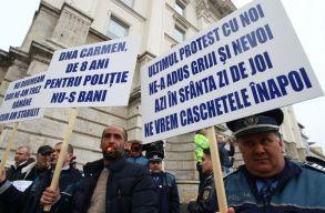 Rendõrök, börtönõrök és a tartalékos katonák tüntettek a belügyminisztérium épületénél