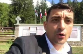 Egy EP-képviselõjelölt azt állítja, hogy bántalmazták az úzvölgyi katonatemetõnél