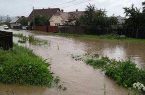 Másodfokú árvízriadót és elsõfokú riasztást adtak ki a hidrológusok keddig