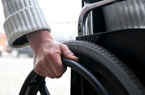 Ötezer eurós utalványt ad a fogyatékkal élõknek a kormány