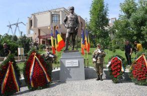 Leleplezték Kolozsváron a Budapestet száz éve megszálló román tábornok szobrát