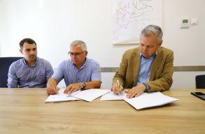 Aláírták a kivitelezési szerzõdést a Nyárádtõ és Dicsõszentmárton közötti megyei út felújítására