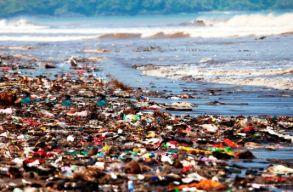 Dominika partját ellepte a mûanyagszemét