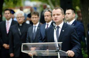 Az MPP országos alelnöke azt állítja, hogy õ nem írta alá a Mezei János lemondását szorgalmazó nyílt levelet