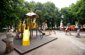 Felújítja a kolozsvári önkormányzat a Hunyadi téri parkot