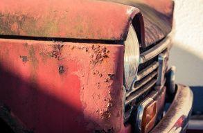 Csíkszeredában elszállítják a közterületeken tárolt gazdátlan jármûveket
