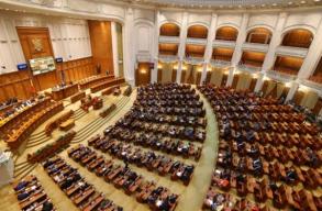 FRISSÍTVE: A képviselõház elfogadta a különnyugdíjak eltörlését célzó jogszabálytervezetet