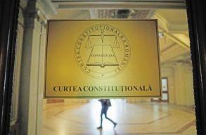 Megbukott az alkotmánybíróságon a kormány két, felelõsségvállalással elõterjesztett tervezete