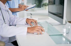 Távolsági vizsgálatokat végezhetnek, és recepteket is kiállíthatnak online az orvosok a szükségállapot ideje alatt