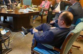 Ciolacu szerint Orbannak azonnal le kellett volna mondania, amint megjelent a szivaros fotója