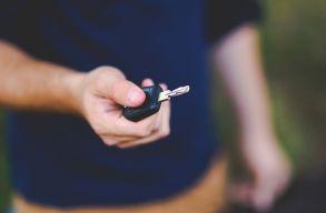 Nagyon leegyszerûsítené az új tulajdonosok jármûveinek forgalomba íratását egy miniszteri rendelet