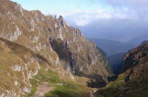 Élve találták meg a Bucsecs hegységben szakadékba zuhant turistákat