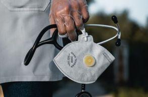 Az alapbér 75-85%-áig terjedõ pótlékot kapnak a Covid-kórházakban dolgozók