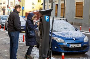 Magyarul is tudnak a napelemes kolozsvári parkolóórák
