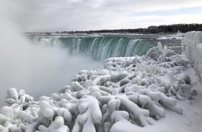 Befagyott a Niagara-vízesés