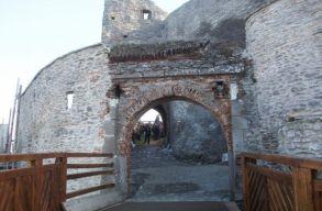 Ismeretlenek törtek-zúztak a nemrég felújított Déva várában